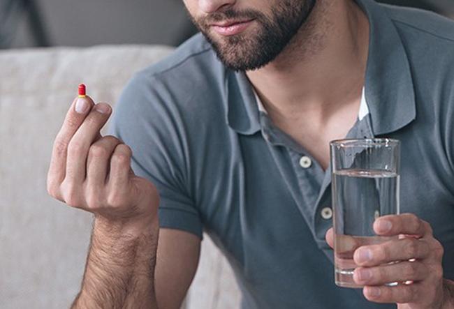 Препараты, содержащие «андрогены и антиандрогены» (большие дозы тестостерона), вызывают азооспермию (исчезает сперма) и временное бесплодие