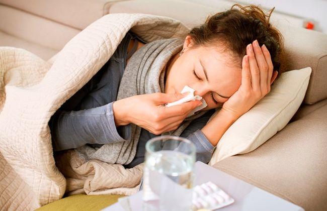 Вследствие понижения уровня гемоглобина в крови снижаются защитные силы организма. Из-за этого человек начинает чаще болеть простудными заболеваниями