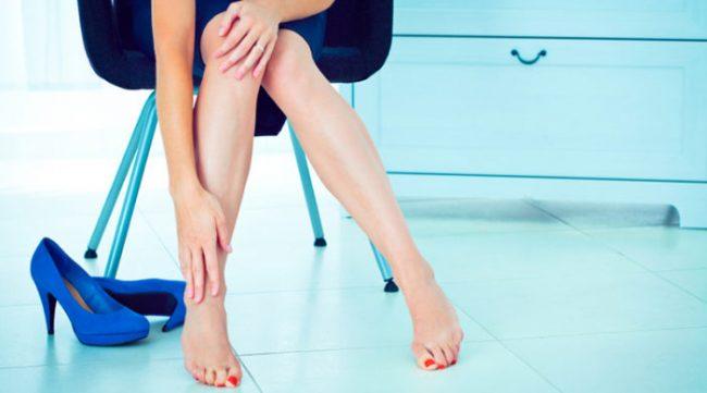 Распространенная причина таких отеков – это любые перенесенные ранее инфекции ног, проблемы с щитовидной железой, тромбы, венозная недостаточность в хронической форме и варикоз