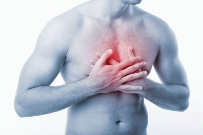 Остеохондроз грудного отдела позвоночника сопровождается острой или ноющей болью в груди