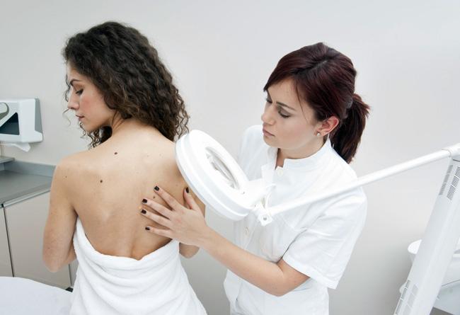 Перед началом лечения папиллом, необходимо проконсультироваться у специалиста