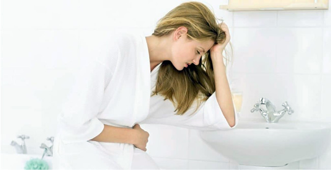 Рвота и отрыжка протухшими яйцами, могут быть вызваны острым отравлением, воспалительными процессами в поджелудочной железе или избытком алкоголя