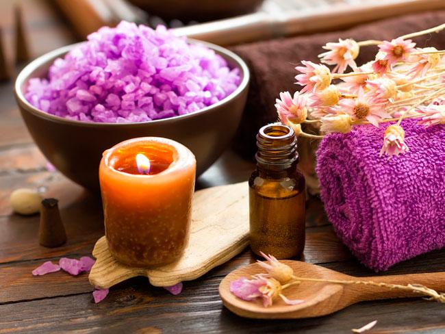 Если озноб появился вследствие переохлаждения организма, то можно принять расслабляющую теплую ванну с эфирными маслами