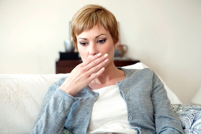 Озноб, который сочетается с тошнотой и рвотой может указывать на острую кишечную инфекцию, которая требует немедленного лечения