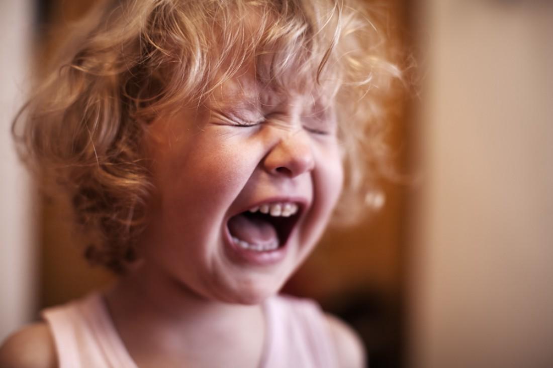 Паховую грыжу у женщин может спровоцировать громкий крик или регулярный плач