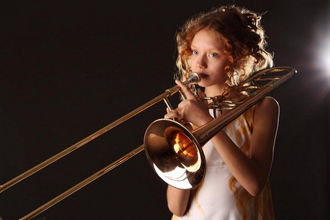 Игра на духовых инструментах также может стать причиной паховой грыжи