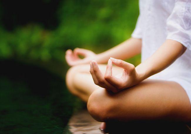 С паническими атаками помогут справиться медитация, йога и физические нагрузки