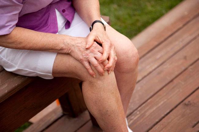 Физиотерапия проводится только через несколько дней после получения травмы и может включать в себя: магнитотерапию, лазеротерапию и УВЧ
