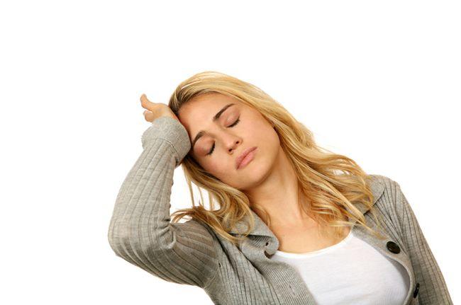 Переутомление физическое или эмоциональное может стать причиной появления перхоти