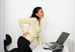 Боли в копчике могут быть и во время беременности, и при защемление нерва, и даже при геморрое, в зависимости от его сложности