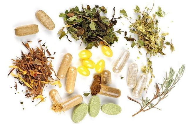 При проблемах с поджелудочной железой необходимо регулярно пропивать чаи из желчегонных трав