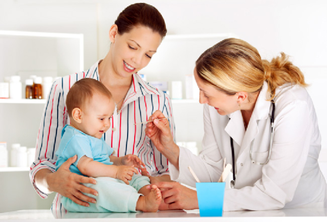 Если после прививки от полиомиелита наблюдаются необычные симптомы, необходимо обратиться к врачу за консультацией
