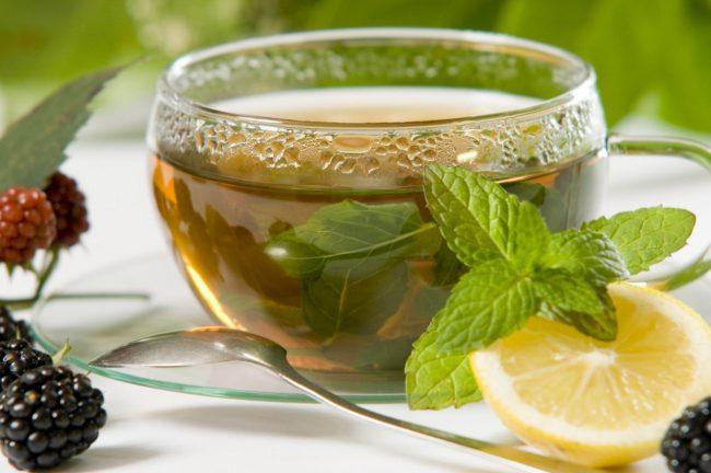 Отвар или чай из ежевичных листьев или пригоршня свежих ягод оказывают успокоительное действие на нервную систему