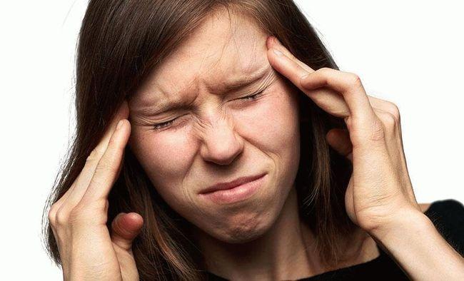 Сильная головная боль является симптомом повышенного количества эритроцитов