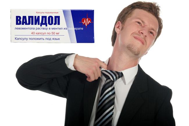 При появлении высокого пульса и высокого давления, необходимо обеспечить больному приток воздуха, уложить его на кровать и дать успокоительный препарат, больной должен делать глубокие вдохи и медленные выдохи