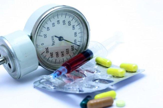 При регулярном давлении врач выписывает медикаменты для понижения давления