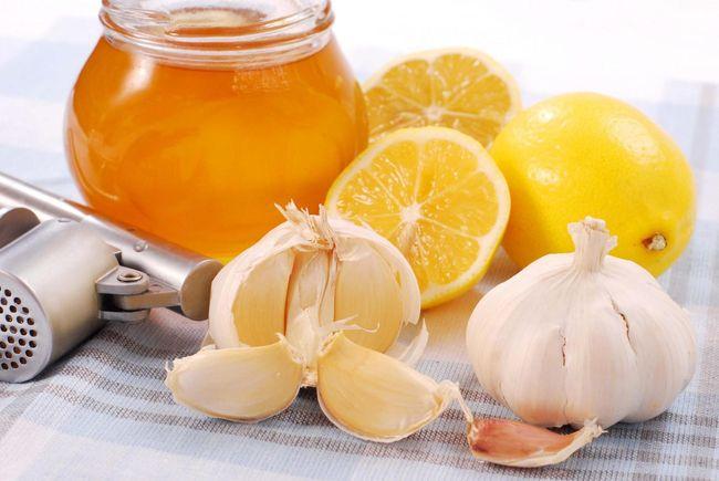 Чеснок с медом - хорошее средство от давления
