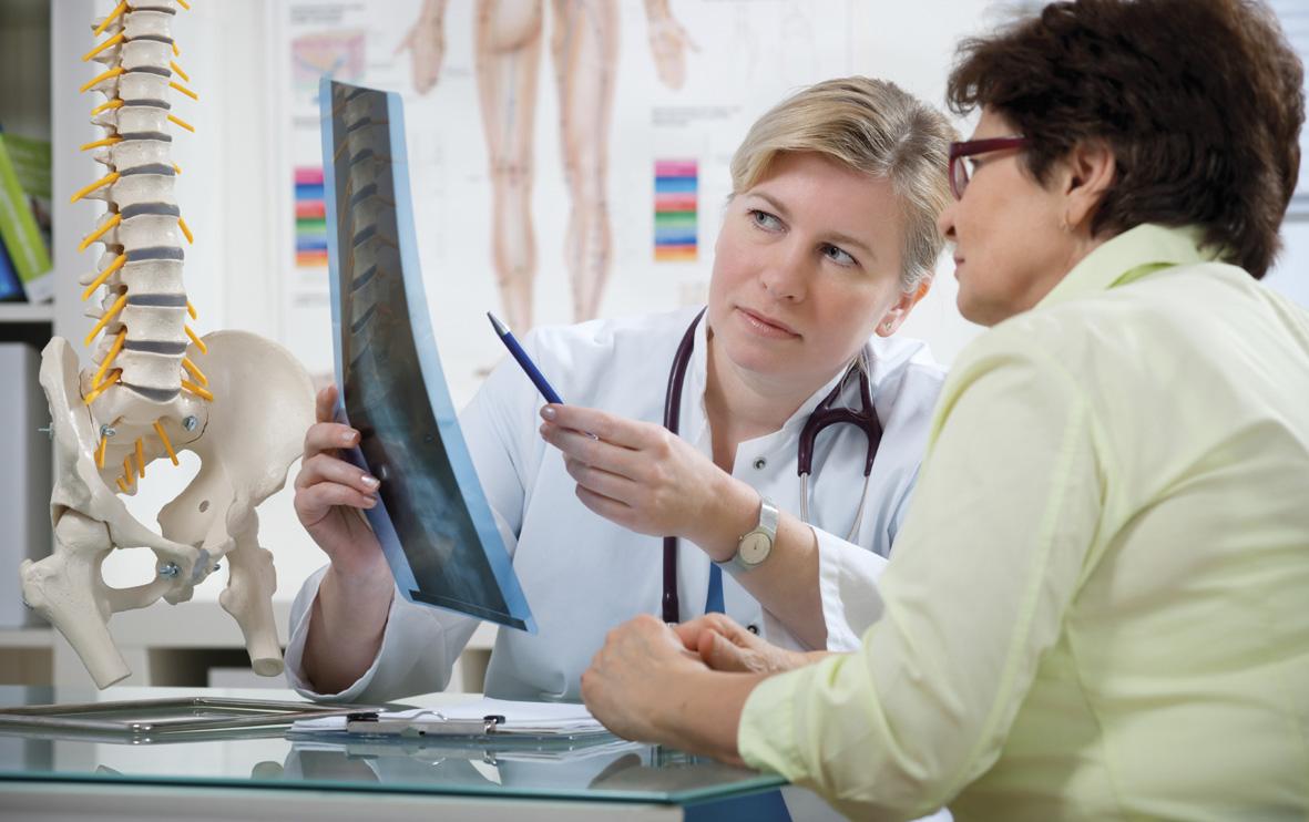 Лечение межпозвоночной грыжи поясницы начинается после обследования у специалиста