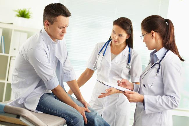 Лечение полиартрита может быть консервативным или хирургическим, тактику м методы лечения определяет врач, в зависимости от степени развития патологического процесса