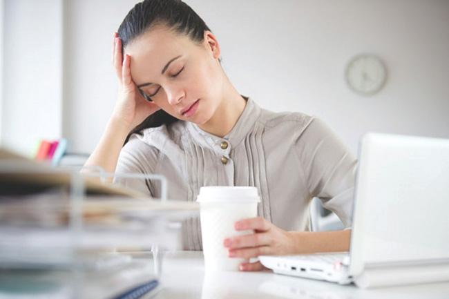 Если превысить дозировку Элеутерококка, возможны побочные эффекты в виде головных болей, тахикардии, тревожных состояний, аллергических реакций, перевозбуждения