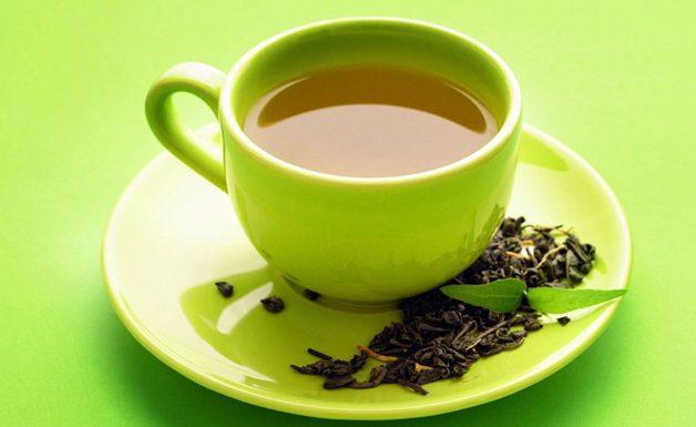 Чай из листьев и корней Элеутерококка - прекрасное тонизирующее средство, применять его можно для снижения температуры и успокоения нервной системы