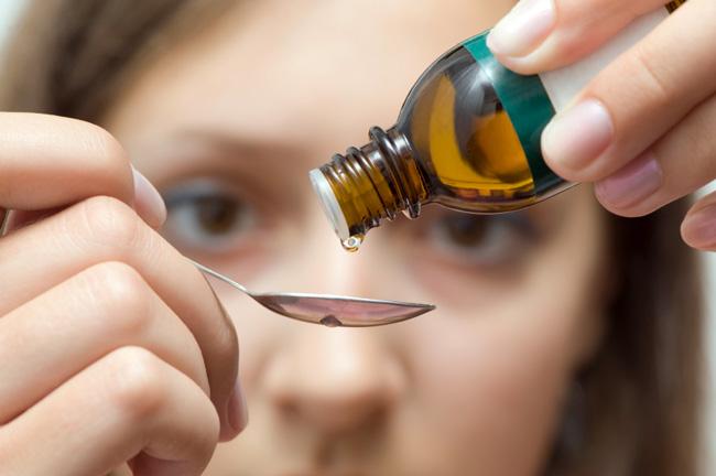 Взрослые принимают 20-40 капель настойки Элеутерококка за один прием, курс длится не более 30-ти дней, так как настойка содержит спирт, ее нельзя принимать беременным и детям до 7 лет