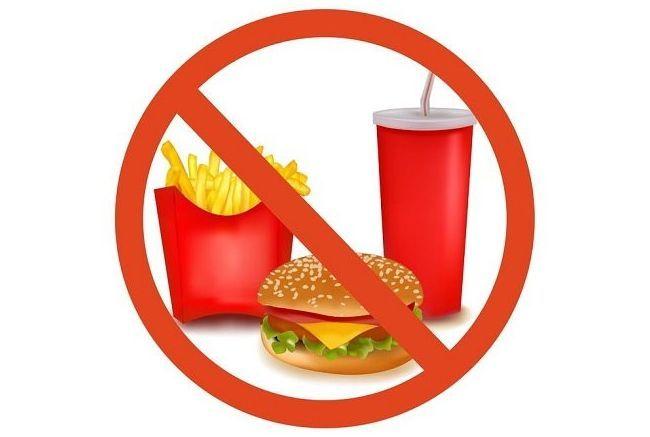 Вредная пища может спровоцировать появление прыщей