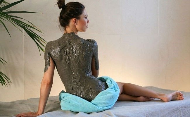 Маска из белой глины - отличное средство от прыщей на спине