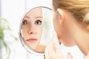 Прыщи появляются не только из-за неправильного ухода за кожей лица, но и в случае серьезных проблем с какими-либо органами в организме, либо из-за серьезных гормональных сбоев