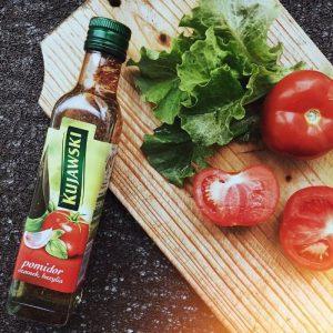 Рапсовое масло, которое получают из семян травянистого растения рапса, нашло применение в пищевой индустрии. Его часто добавляют в маргарин, майонез и даже детское питание