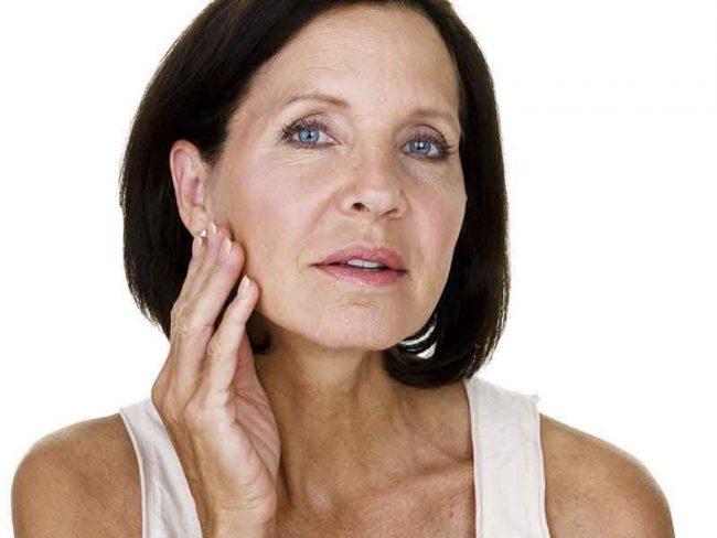 Наносить состав следует только на поврежденный или проблемный участок с большим количеством морщин. Не следует распределять средство по всей (даже чистой) поверхности кожи. Запрещается использовать его и под глазами