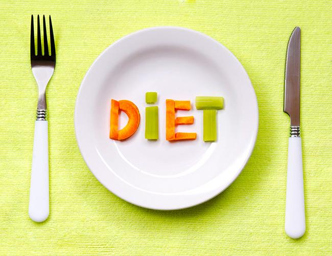 Важное значение при лечении ротавирусной инфекции играет диета, поэтому больному необходимо принимать вареную и легкоусвояемую пищу, а также придется отказаться от жареного, соленого и сладкого