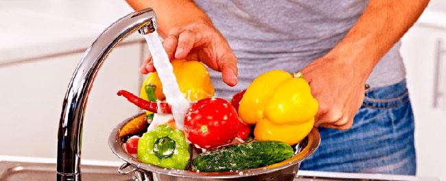 Неспецифическая профилактика ротавируса включает в себя строгое соблюдение правил личной гигиены – частое мытье рук, применение для питья только кипяченой чистой воды, а также полноценное сбалансированное питание