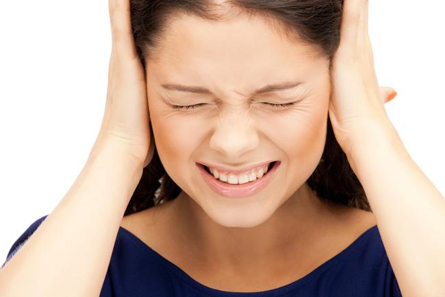 Если шум в ушах носит постоянный характер, необходимо обратиться к специалисту для выяснения причин и лечения возможной патологии