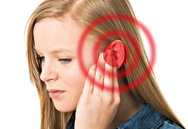 Пульсирующий шум в ушах можно заметить с помощью прослушивания фонендоскопом, обычно он развивается на фоне болезней сосудов
