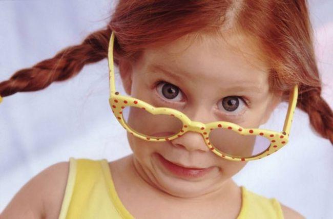Часто синяки под глазами появляются у детей из-за чрезмерной загрузки и усталости