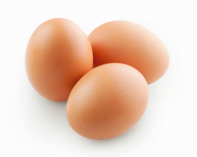 Чтобы понять, сколько яиц в день можно есть взрослому человеку, специалисты изучили полезные свойства продукта и определили норму потребления