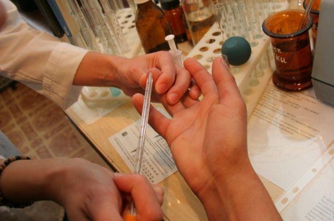 В обязательном порядке необходимо сдать анализ крови на сахар и биохимию – это даст возможность оценить состояние поджелудочной железы и оценить обмен веществ в организме