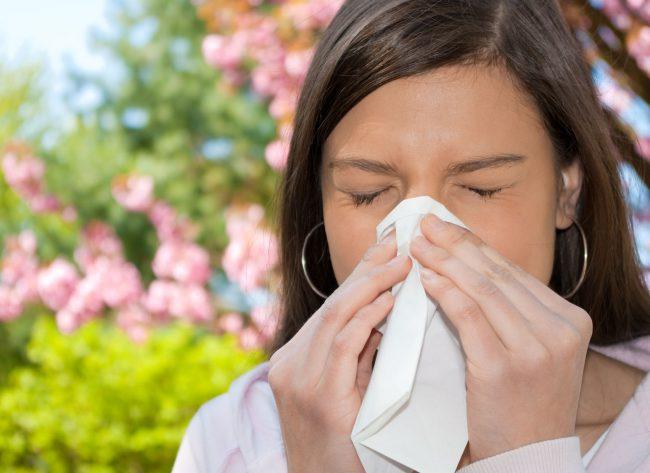 Очень часто насморк и бактериальные инфекции сопровождаются слезливостью