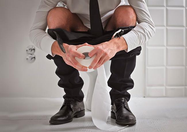 Наличие слизи в стуле бывает и показателем нормы, но если вы плохо себя чувствуете, то лучше немедленно обратиться к врачу