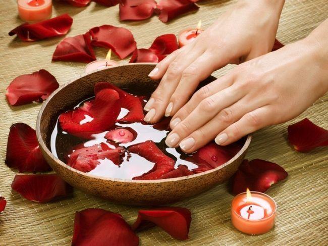 Для лечения слоения также используют ванночки для ногтей