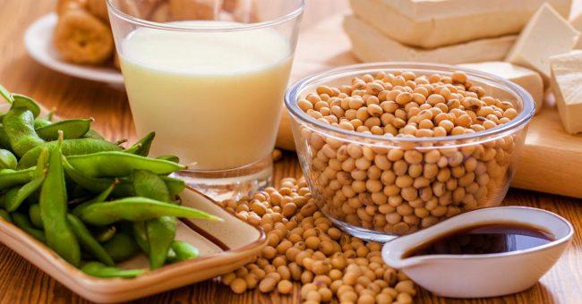 Помимо того, что в орехах и семенах относительно высокое содержание белка, они также богаты жирами, полезными для мозга и нервной системы