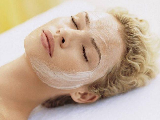 В процессе косметологического воздействия уходят видимые дефекты, такие как рубцы и постакне. Солкосерил для лица делает кожу более свежей, выравнивает её тон