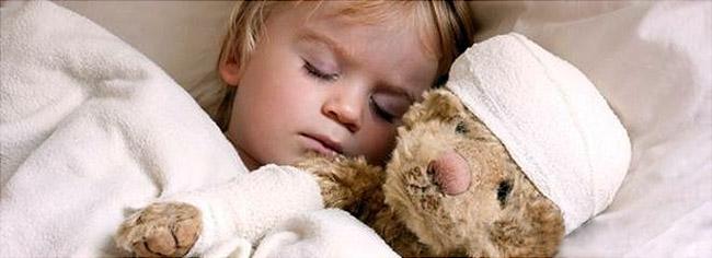 Насморк у ребенка может возникнуть по разным причинам