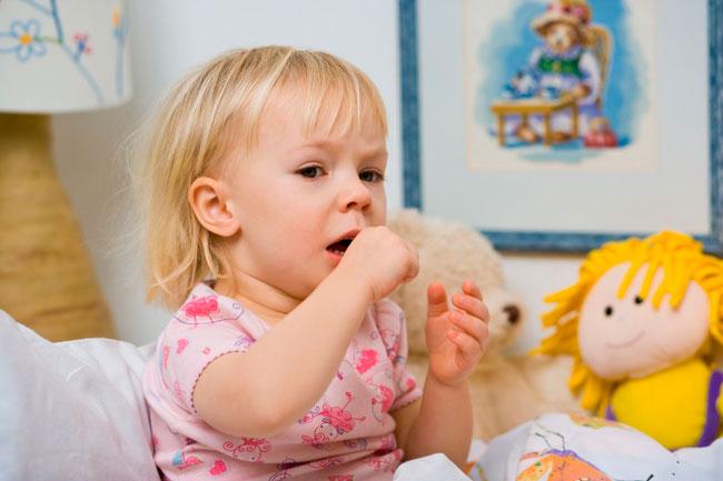 Ребенок при сужении гортани редко может описать, что с ним происходит, поэтому при нарушение дыхания: если оно частое, поверхностное, наблюдается одышка, следует срочно вызвать «скорую»