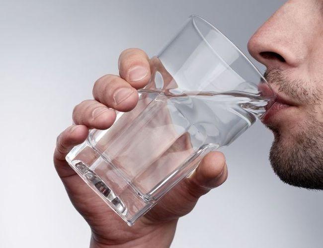 Сухость во рту не стоит недооценивать, так как это состояние может быть сигналом множества заболеваний