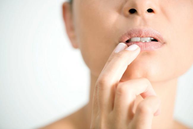 Гексикон применяют для профилактики инфекций, передающихся половым путем, дезинфекции гнойных ран, инфицированных ожоговых поверхностей, лечении слизистых оболочек в акушерстве, гинекологии