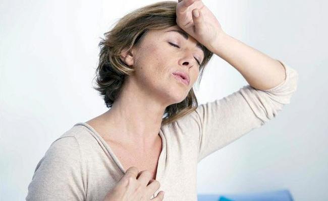 Применение свечей Овестин в период менопаузы стимулирует выработку эстрогена, восполняя замедляющийся естественный синтез