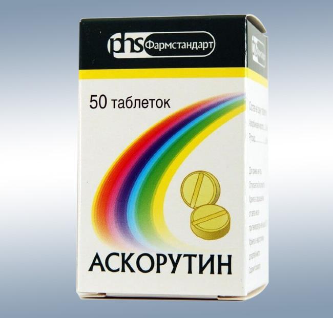 Таблетки Аскорутин включают два активных компонента: аскорбиновая кислоту и рутин, они стимулируют защитные системы организма, восстанавливают стенки кровеносных сосудов, делая их менее проницаемыми и ломкими