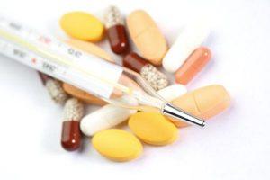 Температура способна повышаться как из-за обычных природных факторов (перегрев, различные показатели давления), так и из-за приема некоторых видов лекарственных препаратов.